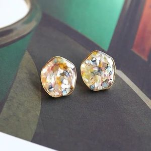 Jewelry - Retro Style Earrings